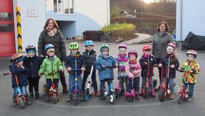 Kinder machen Rollerführerschein